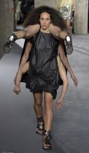 パリコレ 奇抜ファッション 前衛的
