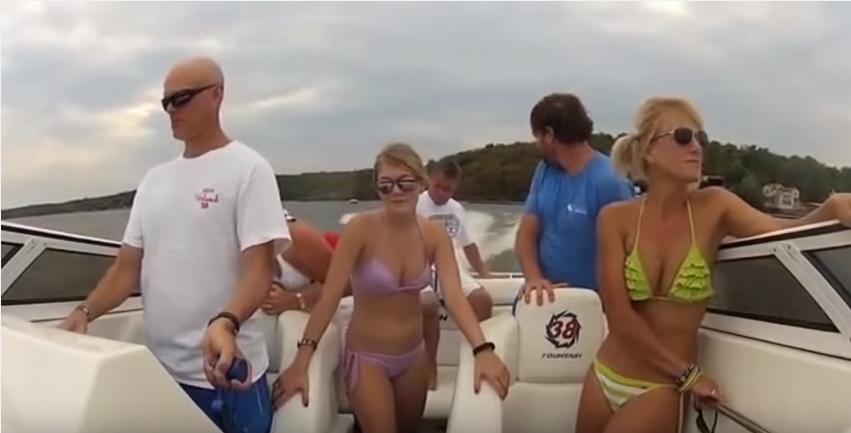 【衝撃映像】スピード超過のクルージングでマンガのように吹き飛ぶ船長