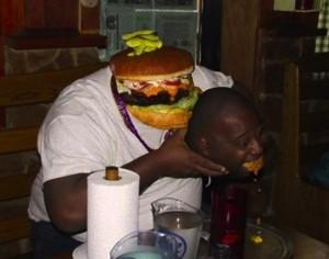 【電車内閲覧注意】フェイス・スワップ(顔交換)の画像がいずれも想像を超える面白さ【20枚】_ハンバーガー、男性