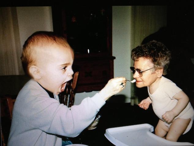 【電車内閲覧注意】フェイス・スワップ(顔交換)の画像がいずれも想像を超える【20枚】_孫、祖母