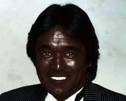 黒光り_漆黒の松崎しげるさん、あまりにも黒塗りなジャケットのCDをリリースし完全にブラックアウト