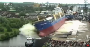 【動画・画像あり】巨大船の入水映像がもはや災害と勘違いするレベル